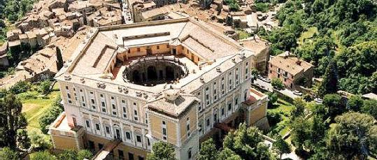 Palazzo Farnese Caprarola a distanza di 10 km